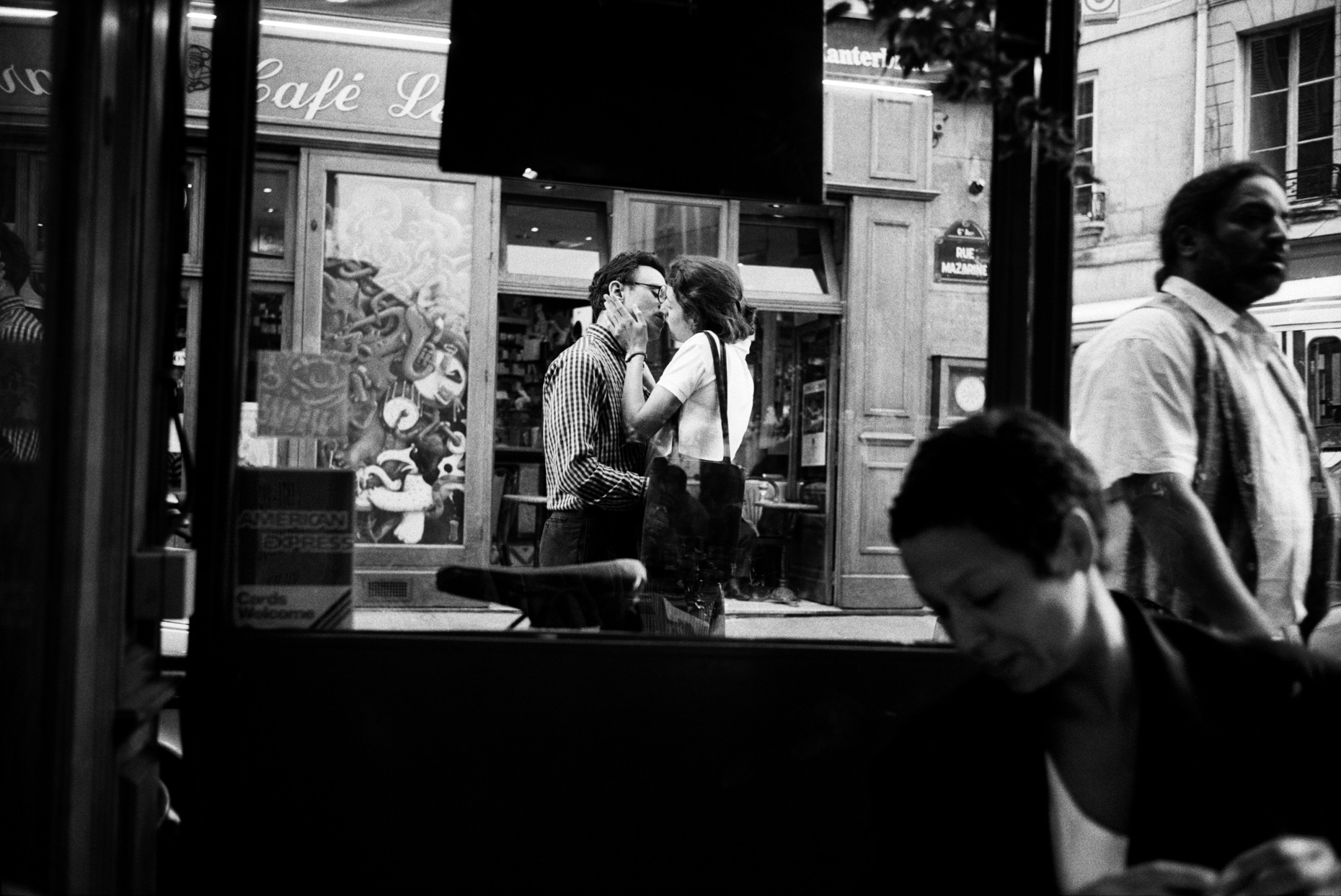 Anoter Kiss, rue Mazarine, Paris
