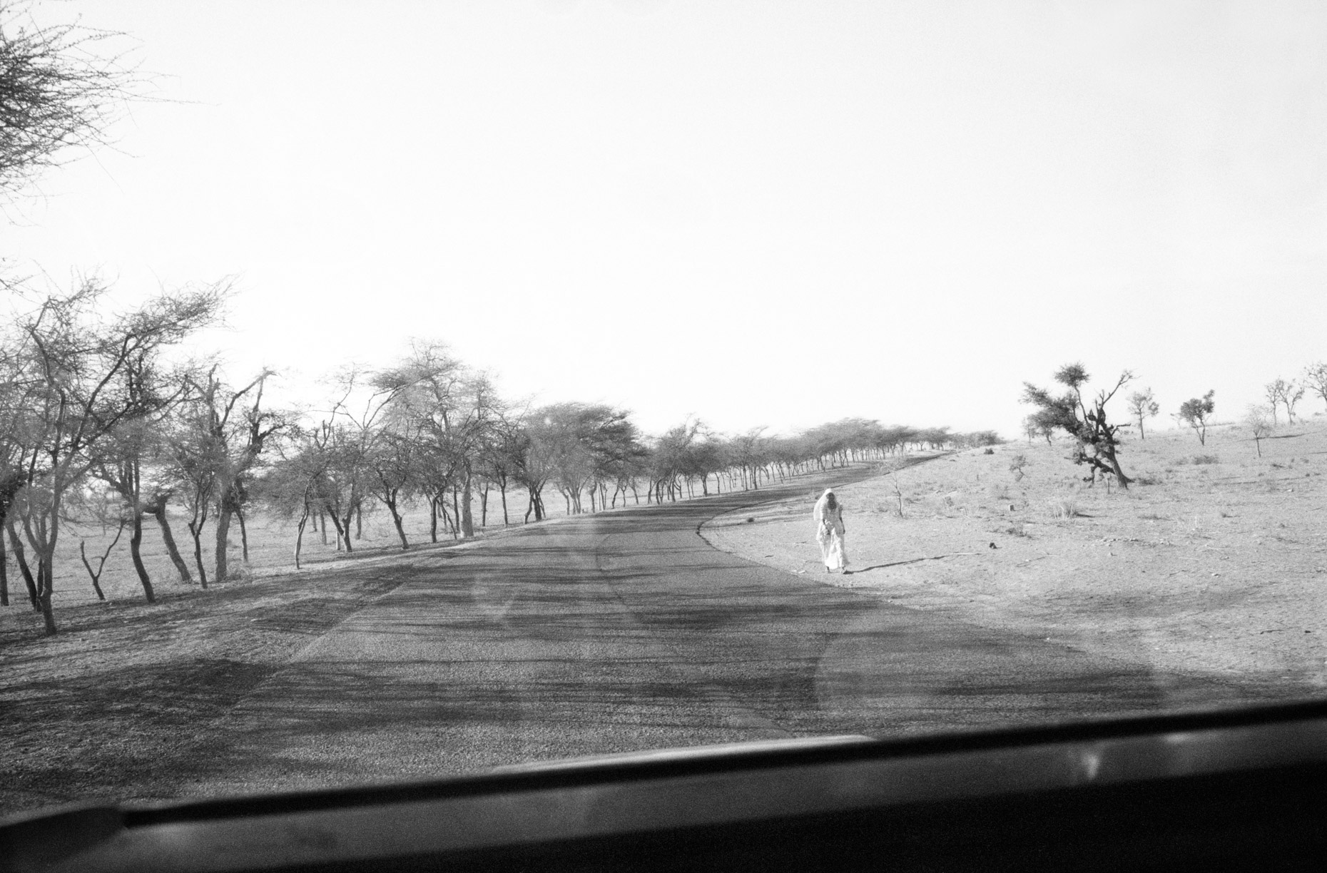 Woman on the road to Jaisalmer
